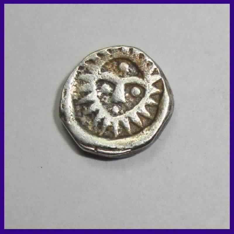 Indore State 1/8 Rupee Malharnagar Sunface With Dot On Forehead - Silver Coin